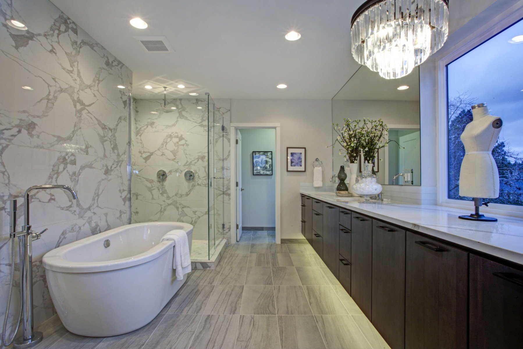 Freestanding Tubs And Walk In Showers Trends In Bathroom